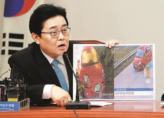 """[친절한 쿡기자] 경찰, 네티즌 '車번호판' 의혹 제기엔 무성의 野 의원이 추궁하자 바로 """"정밀 감식"""" 기사의 사진"""