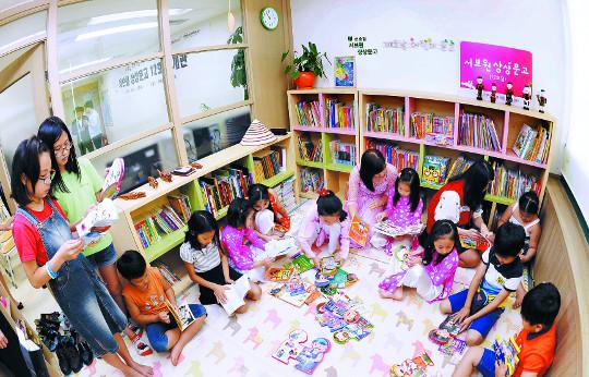 """""""어머니의 나라 문화 공부해 기뻐요""""… 다문화가정 아이들을 위한 상상문고 12호점 개관 기사의 사진"""