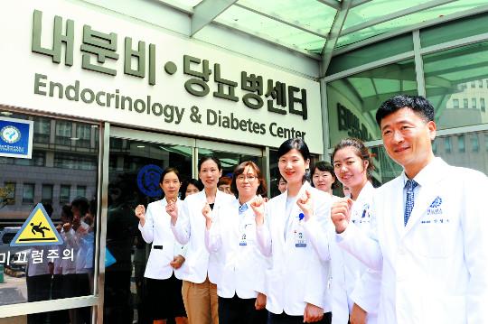[명의&인의를 찾아서-(26) 강남세브란스병원 안철우 교수팀] 당뇨 조기진료에서 합병증 치료까지 속전속결 기사의 사진