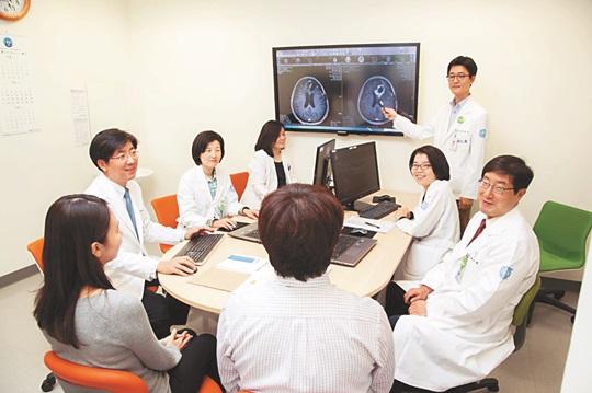 [명의&인의를 찾아서-(27) 분당서울대학교병원 뇌종양센터 김재용 교수팀] 뇌종양, 절반이상 고친다! 기사의 사진