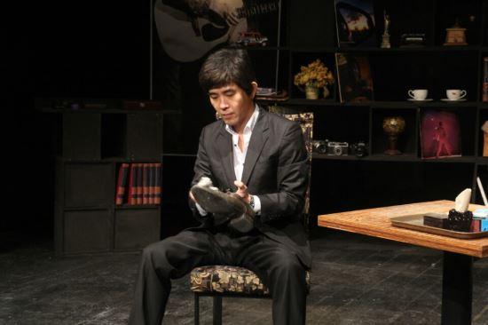 [김건표 교수의 연극이야기] 18. 시대의 폭력과 내면의 우울 연극, '흑백다방' 기사의 사진