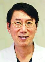 [명의&인의를 찾아서] 누네안과병원 권오웅 박사는… 망막은 보존·흉터는 최소화 '깔끔한 수술' 정평 기사의 사진