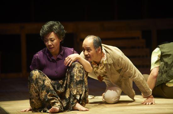 [김건표 교수의 연극이야기] 19. 비극의 무게감을 웃음으로 다이어트 '조치원 해문이' 기사의 사진