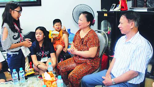 """[다문화가 경쟁력이다] 아이가 """"바응와이 빔빔"""" 서툰 베트남어 응석에 외가 식구들 함박웃음 기사의 사진"""
