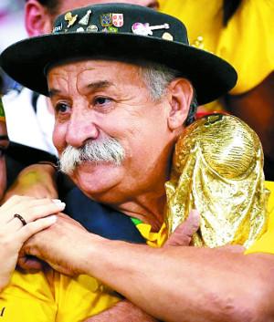 [친절한 쿡기자] 열정의 응원으로 25년간 축구사랑  '가우초 다 코파' 죽음에 애도 물결 기사의 사진