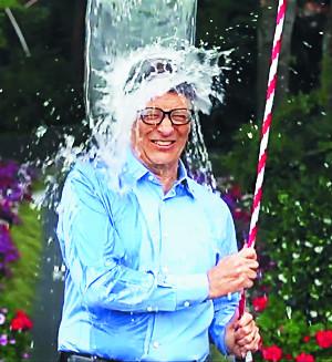 [친절한 쿡기자] '아이스 버킷 챌린지' 열풍 1년새  루게릭병 홍보·연구 눈부신 결실 기사의 사진