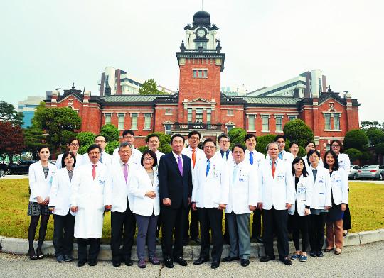[명의&인의를 찾아서-(34) 서울대학교병원 장기이식센터] '성인 생체 간이식' 세계 최초·최고의 기술 기사의 사진