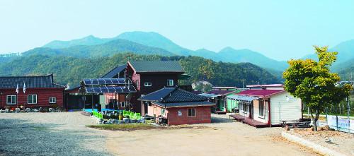 [살기 좋은 명품마을을 가다] (29) 충북 영동 비단강숲마을 기사의 사진
