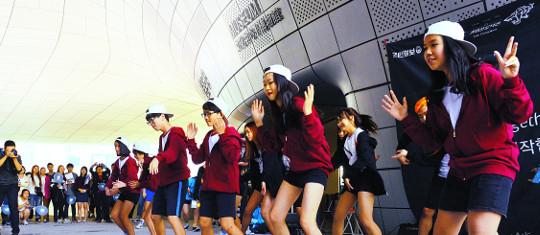 """[다문화가 경쟁력이다] """"소아암 친구 위해 춤춰요""""… '중딩' 금이가 달라졌어요 기사의 사진"""