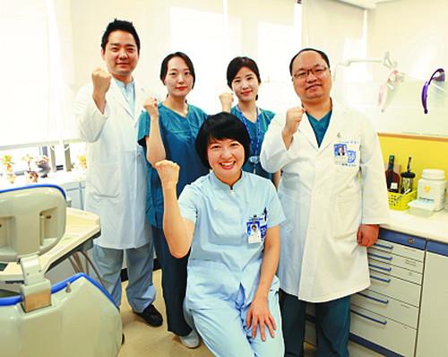 [명의&인의를 찾아서-(37) 서울대학교치과병원 스페셜케어클리닉] 난치성 장애인 구강 건강 지킴이 기사의 사진