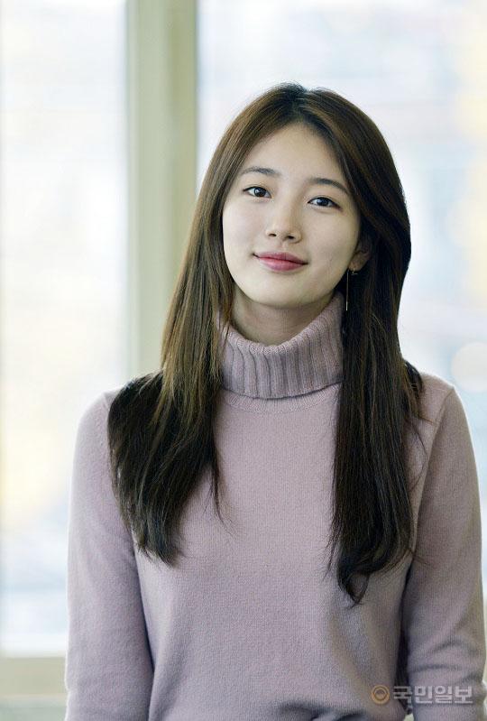 """배우 수지의 고민 """"연기돌 선입견, 늘 부담되고 신경쓰여"""" 기사의 사진"""