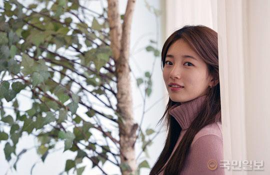 """배수지 """"배우? 큰 목표 없이 열심히 할 뿐""""… kmib가 만난 스타 기사의 사진"""