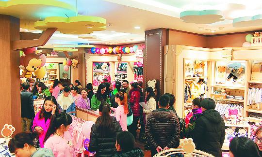 [한국경제 위기가 기회다-이랜드] 중국 내 7700여개 매장 운영 중 기사의 사진