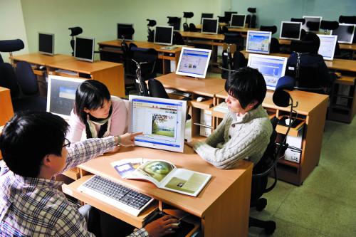 [사이버대 특집] 학비 걱정 덜고 취업 맞춤 교육… 온라인으로 꿈 펼친다 기사의 사진