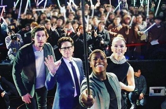 [친절한 쿡기자] 스타워즈 개봉을 기다리는 '지구인들'의 자세 기사의 사진