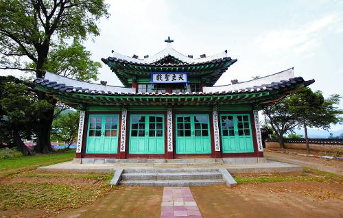 [톡톡! 한국의 문화유산] 한옥  강화성당 기사의 사진