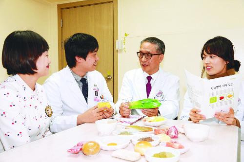 [명의&인의를 찾아서-(44) 한림대강남성심병원 유형준 교수팀] 당뇨로 인한 혈관합병증 정복에 심혈 기사의 사진