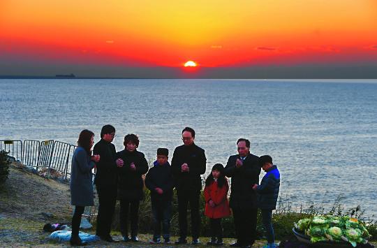가장 먼저 솟는 해야, 희망과 위로로 떠라… 12년 전 동해에 교회 개척 안호성 목사의 기도 기사의 사진