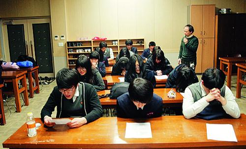 [역경의 열매] 최관하 <6> 타종교 믿던 교장선생님 회심시킨 아이들의 기도 기사의 사진