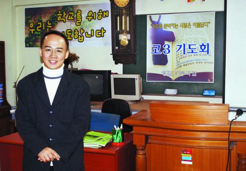 [역경의 열매] 최관하 <8> 기도 끝에 학교 지하 기술실에 예배처소 마련 기사의 사진