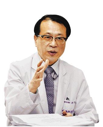 """[웰다잉, 삶의 끝을 아름답게] 윤영호 교수 """"웰다잉법, 치료 포기 아니라 환자 돌봄에 무게"""" 기사의 사진"""