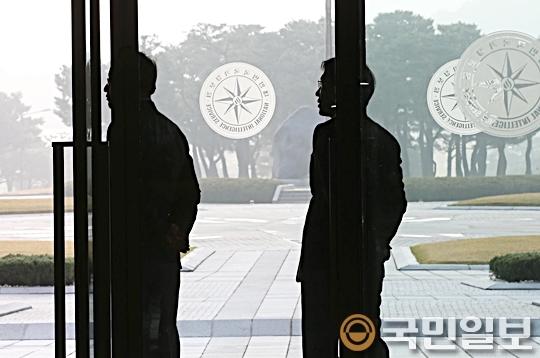 """[친절한 쿡기자] 테러방지법 통과, 국정원 SNS 시작?… """"누구냐, 넌"""" 기사의 사진"""