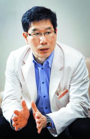 [난소암 극복-의사는 말한다] 난소암 완치의 핵심은 재발 확률 줄이기… 1차치료 표적항암제 보험적용 절실 기사의 사진