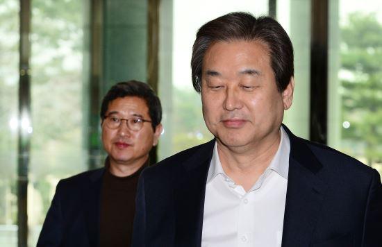 """버티는 김무성 """"질 것 같다고 시합을 안할 수 없다"""" 기사의 사진"""
