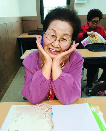 """晩學靑春… """"내 나이가 어때서 공부하기 딱∼ 좋은 나인데"""" 기사의 사진"""