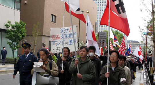욱일기 포스터라니, 에릭 클랩튼 일본 공연 왕실망… 페북지기 초이스 기사의 사진