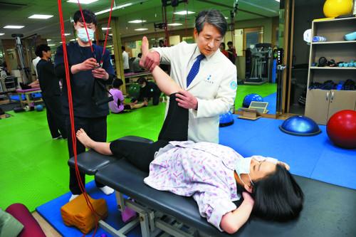 [명의&인의를 찾아서-(65) 분당 바른세상병원 관절클리닉] 척추관절 재활 치료 유명… 간호서비스 1등급 기사의 사진