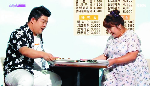 '먹방 요정' 개그우먼 김민경, '호루룩 호로록∼' 먹방 좋지만 말씀 나누는 카톡방 더 좋아요 기사의 사진