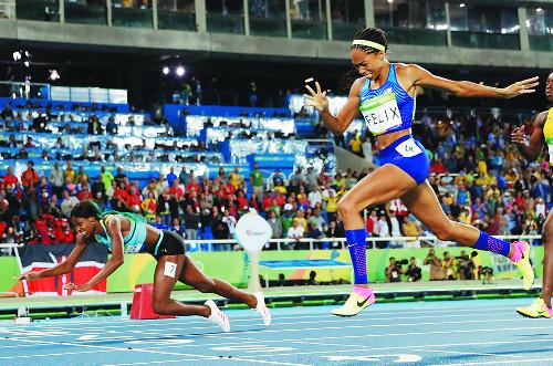 [즐감 스포츠] 육상계 흔든 슬라이딩  골인 기사의 사진