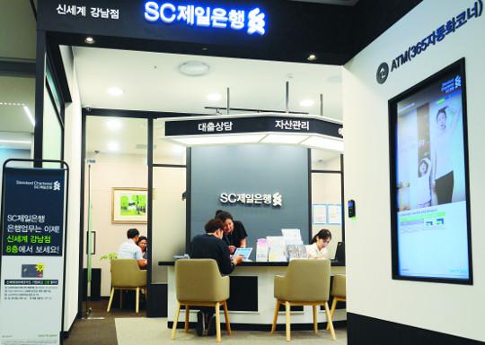 [슬로 뉴스] 은행, '창구'서 나오다 기사의 사진
