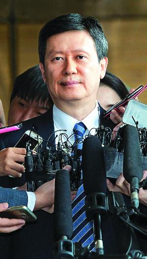 검찰 출석 신동주, 한국·일본어 질문에 '묵묵부답'-국민일보