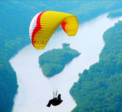 [사이언스 토크] 패러글라이딩과 낙하산 기사의 사진