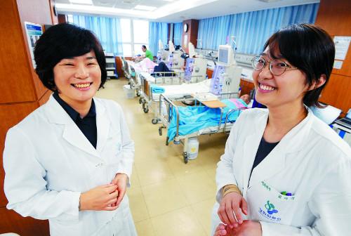 [명의&인의를 찾아서-(79) 경희의료원 인공신장센터] 콩팥병 환자에 '가족같은 의료진' 기사의 사진