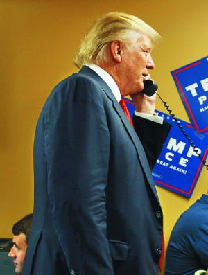 """[2016 미국의 선택] 힐러리, 이제야 """"폐렴"""" 실토… 진짜 문제는 비밀주의 기사의 사진"""