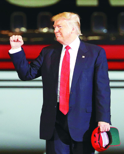 """[2016 미국의 선택] """"그녀는 살찐 최악의 미스 유니버스"""" 토론서 밀린 트럼프의 막말 화풀이 기사의 사진"""