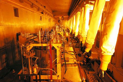 [방폐장 38년 논란 결론내자 <1부>] 로봇팔이 핵물질 분리 척척… 우라늄 활용률 100배 높인다 기사의 사진