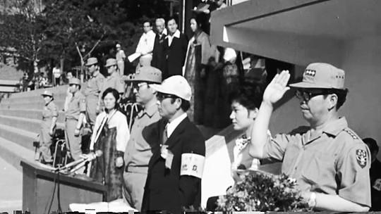 """[단독] """"최태민, 육 여사 빙의… 朴, 그 모습에 놀라 기절했다"""" 기사의 사진"""