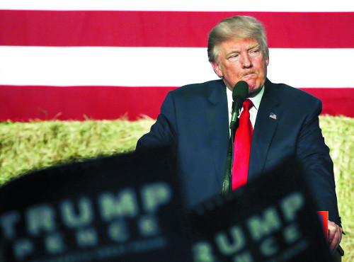 [2016 미국의 선택] 되살아난 이메일게이트… '미국판 브렉시트' 꿈꾸는 트럼프 기사의 사진