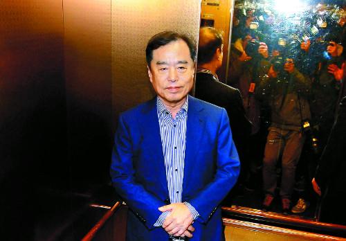 """혼란 키운 '불통 개각'… 野 대선주자 """"하야하라"""" 기사의 사진"""