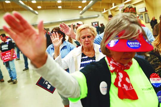 백인 개신교인 81%가 지지했는데…  트럼프 당선소감 하나님 언급 안해 기사의 사진