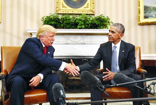 [美 트럼프 시대] 오바마-트럼프, 겉으론 화기애애 속으론 앙금 기사의 사진