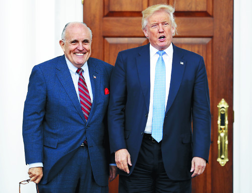"""여전히 사업 챙기는 트럼프 """"당선인 지위 남용"""" 비판 목소리 기사의 사진"""