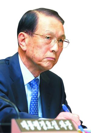 드러나는 '김기춘의 거짓말'… 최순실과 30년 인연 증언 나왔다 기사의 사진