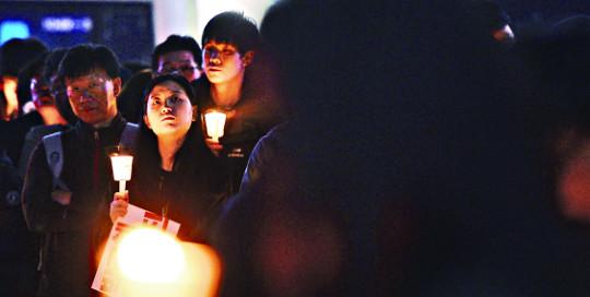 연대·저항의 빛 축복·소망의 빛 되라 기사의 사진