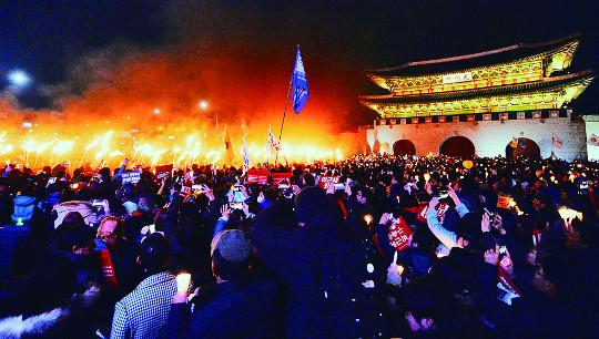 """232만 촛불의 힘… 비박 """"탄핵 찬성"""" 기사의 사진"""
