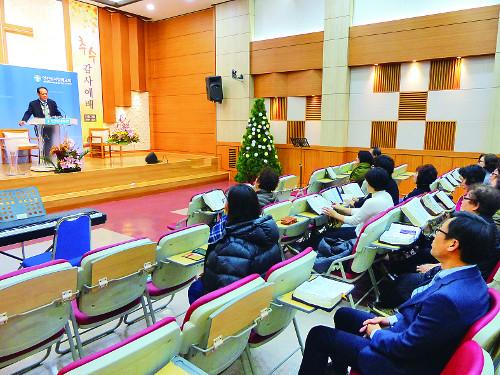"""[한국교회 이것부터 바꾸자] 설교하는 집사님, 말씀 듣는 목사님 """"아멘!"""" 기사의 사진"""